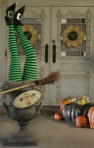 Eye Catching Halloween Displays for any retail store - Retail Halloween Decorations