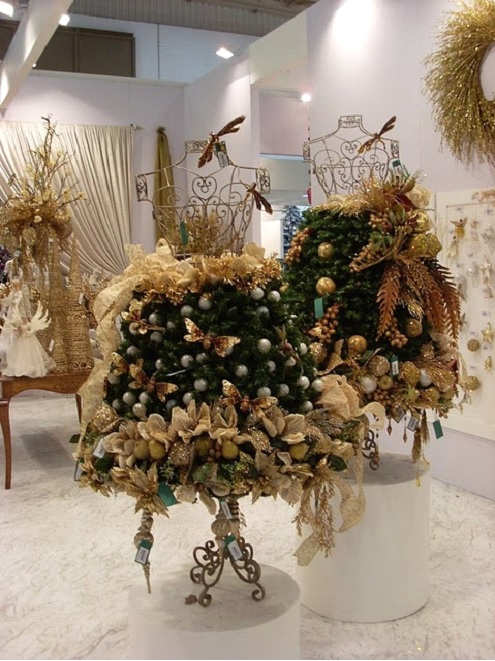 To see more mannequin christmas trees check out this pinterest board