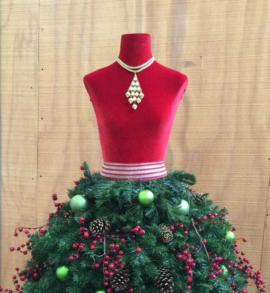 Christmas Tree Mannequin Dress.Christmas Tree Dress Form Tutorials For Crafters Of All Levels