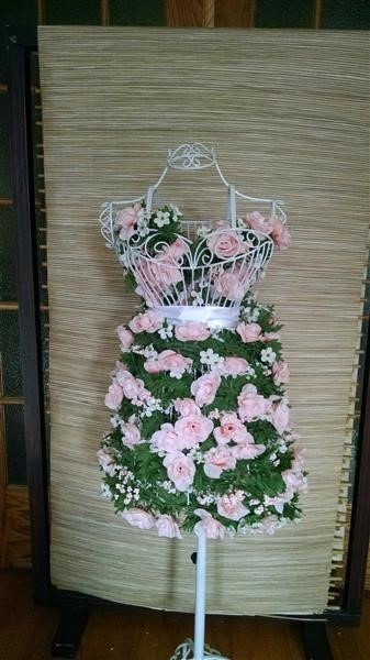 How To Repurpose A Wire Dress Form Into A Spring Floral