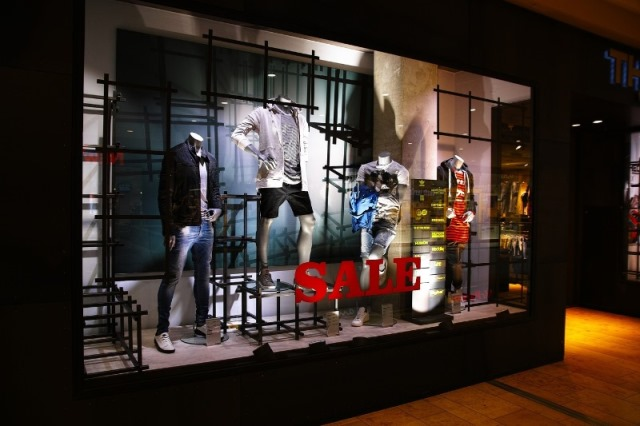 Window display ideas for small retail stores part 1 for Store window decorations