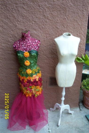 Exhibition Display Ideas : Amazing ways to upcycle an old dress form