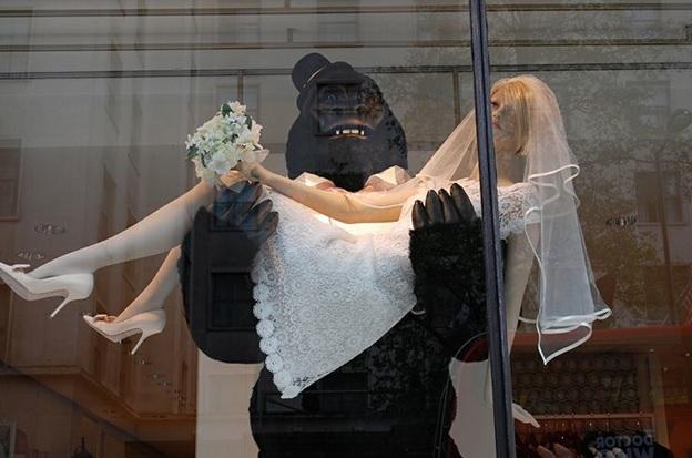 Bridal Window Displays With A Sense Of Humor